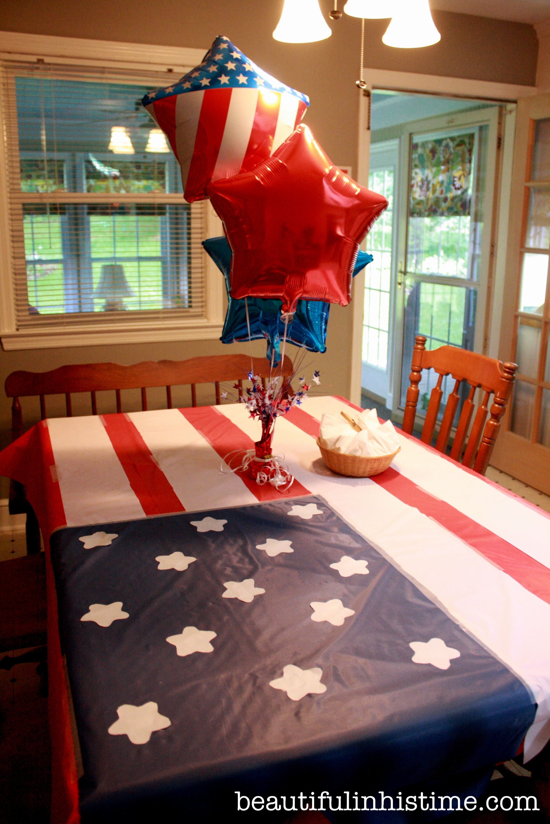 patriotic flag tablecloth A Birthday Party for America! #birthday #america #4thofjuly #independenceday #party #birthdayparty